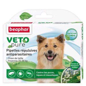 VETOPURE-Pipettes répulsives antiparasitaires-Chiens de 15 à 30kg- 3x2ml • Aux extraits d'origine végétale de Margosa et de Pyrèthre • Contre les puces, tiques et moustiques • Protection de 3 mois • Facile à appliquer La gamme Vetopure de Beaphar est efficace contre les puces, les tiques et les moustiques. Les pipettes Vetopure pour les chiens de taille moyenne, ont été spécialement conçues pour repousser les parasites externes. Elles contiennent des extraits de Margosa (Neem) et des extraits de Chrysanthemum cinerariaefolium (fleurs de Pyrèthre de Dalmatie), arbre et plante reconnus pour leurs propriétés répulsives contre les insectes. Conseils d'utilisation : La quantité à utiliser est de 1 pipette de 2ml, à renouveler toutes les 4 semaines. Ouvrir la pipette en rompant son extrémité et appliquer son contenu sur le cou du petit chien, derrière les oreilles. Sur les chiens blancs, le produit peut provoquer une coloration temporaire du pelage à l'endroit du dépôt. L'action optimale des pipettes nécessite quelques jours. Ce produit contient des extraits végétaux, il est possible que quelques tiques restent accrochées sur les animaux. Pour cette raison, la transmission de maladies infectieuses (Piroplasmose…) ne peut pas être exclue. Composition : Extrait de Margousier (cas n° 84696-25-3) 50 g/L, Chrysanthemum cinerariaefolium, extraits. (cas n° 89997-63-7) 5 g/L, excipients qsp 1L. Précautions d'emploi : Ne pas utiliser chez un animal malade, convalescent ou présentant des lésions cutanées étendues. Éviter le contact avec les yeux et le museau de l'animal. En cas de contact avec les yeux, laver immédiatement et abondamment avec de l'eau. En cas d'irritation persistante, consultez un vétérinaire. Ne pas utiliser chez un chiot de moins de 12 semaines. Après usage, examiner le site d'application régulièrement car un animal sensible peut parfois présenter une irritation localisée, auquel cas il faut laver la zone avec un shampooing doux. Conserver à une température ne dé