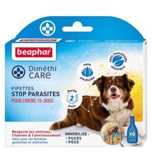 DIMETHICARE, pipettes stop parasites pour chiens de 15 à 30 kg, 6x3ml Les Atouts : Sans pesticide, ni insecticide chimique Immobilise les puces et les poux Agit sur les parasites adultes, les larves et les œufs Idéal pour les femelles gestantes et allaitantes Durée 2 mois Les pipettes Diméthicare de Beaphar représentent l'alternative idéale aux insecticides chimiques. Les pipettes Diméthicare de Beaphar sont spécialement conçues pour les petits chiens. Elles sont à base de Diméthicone, qui immobilise physiquement les parasites en agissant comme un piège collant, par simple contact du produit. Les parasites ne peuvent plus bouger et tombent de l'animal ou peuvent être éliminés en brossant le pelage. Le Diméthicone stoppe les infestations des puces et des poux, à tous les stades de vie des parasites : œufs, larves et insectes adultes. Les pipettes Diméthicare constituent la solution idéale pour les femelles gestantes et allaitantes. Leur action est immédiate et dure pendant 8 à 10 jours. La formule spécifique de ce produit : Respecte votre animal, l'homme et l'environnement Ne contient aucun insecticide chimique Ne contient aucun pesticide Les pipettes Diméthicare contiennent également de l'Aloe Vera qui est connu pour ses bienfaits sur l'épiderme. Il nourrit, protège et adoucit le pelage. La formule douce de ces pipettes convient aux épidermes les plus sensibles et ne colle pas les poils. Conseils d'utilisation : Ouvrir la pipette en rompant son extrémité. Écarter les poils de la ligne dorsale depuis les omoplates jusqu'à la base de la queue pour que la peau soit visible. Placer l'embout de la pipette sur la peau et presser doucement le tube afin de vider son contenu le long de la ligne dorsale, en prenant soin de rester au contact de la peau. La solution se disperse ainsi rapidement et uniformément sur tout le corps. Brosser ensuite le pelage pour éliminer les parasites immobilisés. La quantité à utiliser est de 1 pipette de 1,5 ml, à renouveler tous les 10 jours ou