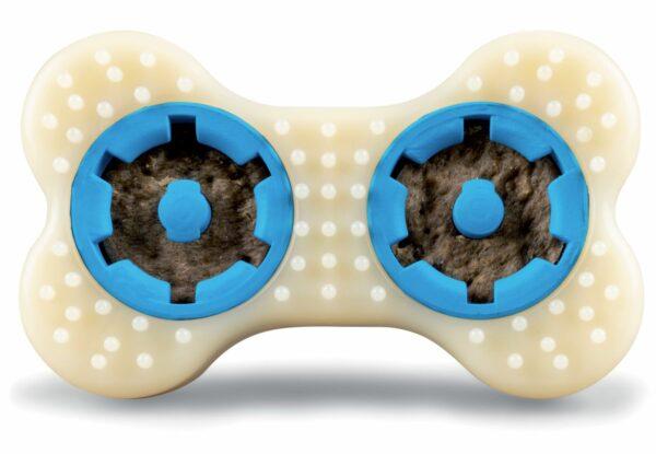 Jouet pour chien en forme d'os. C'est un jouet auquel on va rajouter deux friandises en forme d'anneau, adaptées à la taille du jouet, dans les compartiments prévus à cet effet. Les Atouts : Jouet casse tête pour captiver votre chien Solide, il est conçu pour les mâchouilleurs les plus déterminer Rechargeable Ce jouet allie fun et fonctionnalité. Les deux friandises en forme circulaire s'emboîtent des les supports à friandises SnapFit. Le chien tente de les atteindre en mastiquant, léchant et mordant le jouet. Ce jouet et fourni avec 4 friandises en forme d'anneau adaptée à la taille du jouet. Pour ce modèle les recharges à choisir son les anneaux en taille A. Composition des friandises : peau crue, sorbitol, acide ascorbique, supplément de vitamine E Additifs : sorbate de potasium (conservateur) Informations nutritionnelles : protéines brutes 60%, fibres crues 0,5%, huiles et matières grasses brutes 5%, cendres brutes 6%, humidité 12% Consignes : à donner comme friandise ou récompense à tout moment de la journée dans le cadre d'un régime équilibré. Non adapté aux chiots de moins de 4 mois. Donnez toujours de grandes quantités d'eau fraîches. Surveillez votre chien lorsqu'il mange. Si le jouet présente un détérioration quelconque pouvant blesser votre chien veuillez le jeter et le remplacer.