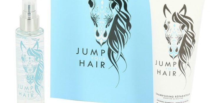Laissez-vous tentez par le coffret Jump Your Hair ! Pour vous faire plaisir ou pour l'offrir, ce coffret est fait pour rendre heureux ! Il contient : L' huile de soin Jump Your Hair Le shampoing réparateur Jump Your Hair La brosse Jump Your Hair Vous ne connaissez pas encore les produits Jump Your Hair ? Laissez vous tentez, vous ne serez pas déçu ! Ce coffret contient au total 59,80€ de produits et il est revendu au prix de 49,90€ vous économisez 9,90€ de quoi le compléter avec un autre produit de la gamme tels que le l'après - shampoing, le shampoing réparateur violet ou la laque fixante. Sachez que les produits Jump Your Hair sont autant pour le cavalier ou amoureux des chevaux que pour le cheval lui même ! C'est ce qu'il fait tout le charme de cette gamme, avec une odeur subtile et unique de cuir. Leur composition allie la Kératine et la Biotine ! Prenez soins de vos cheveux comme des crins de votre monture ! Ils sont composés d' environ 93% de produits naturels, aussi bons pour vous que pour votre monture. Domptez enfin vos crinières ! Acheter Jump Your Hair c'est acheter du Made in France. Vous voulez en savoir plus ? C'est par ici