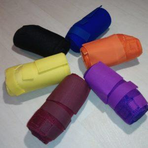 Elles offres une très bonne protection des membres pour toutes disciplines, le néoprène utilisé est très épais ! Taille xs - environ 16cm Couleurs : bordeaux, violet, orange, bleu roi, noir et jaune