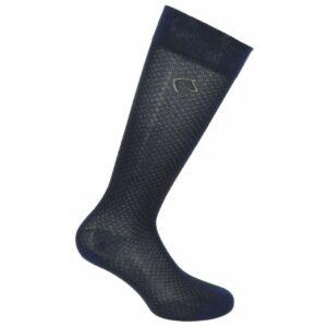 Chaussettes en viscose de bambou, douces et absorbantes. Super agréables à porter, se sont des chaussettes extrêmement confortables. La viscose de Bambou offre une protection anti-fongique et anti-transpirante quoi de mieux pour nos pieds de cavaliers qui peuvent rester enfermés durant des heures dans nos bottes ou nos boots ! Lavage en machine possible (40°) Composition : 82 % viscose, 16 % polyamide, 2 % élasthanne.
