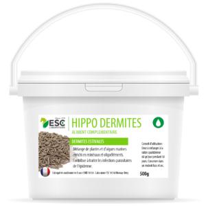Hippo Dermites est un aliment complémentaire enrichi élaboré à partir d'un mélange de plantes, d'algues marines et enrichi en minéraux et oligoéléments. Hippo Dermites contribue à traiter les infections parasitaires de l'épiderme et réduire les démangeaisons chez le cheval. Production en granulation à froid et sans pression afin de respecter les qualités nutritionnelles des matières 1ères. Conseils d' utilisation : Doses à mélanger dans la ration de base : Poulain : 20 g par jour pendant 1 mois, Cheval adulte : 60 g par jour pendant 1 mois. À renouveler si nécessaire. Commencer le traitement dès l'apparition du grattage. En cas de questions, n'hésitez pas à demander l'avis de votre vétérinaire. Ce produit peut être dopant. Arrêter le traitement 5 jours avant les compétitions.